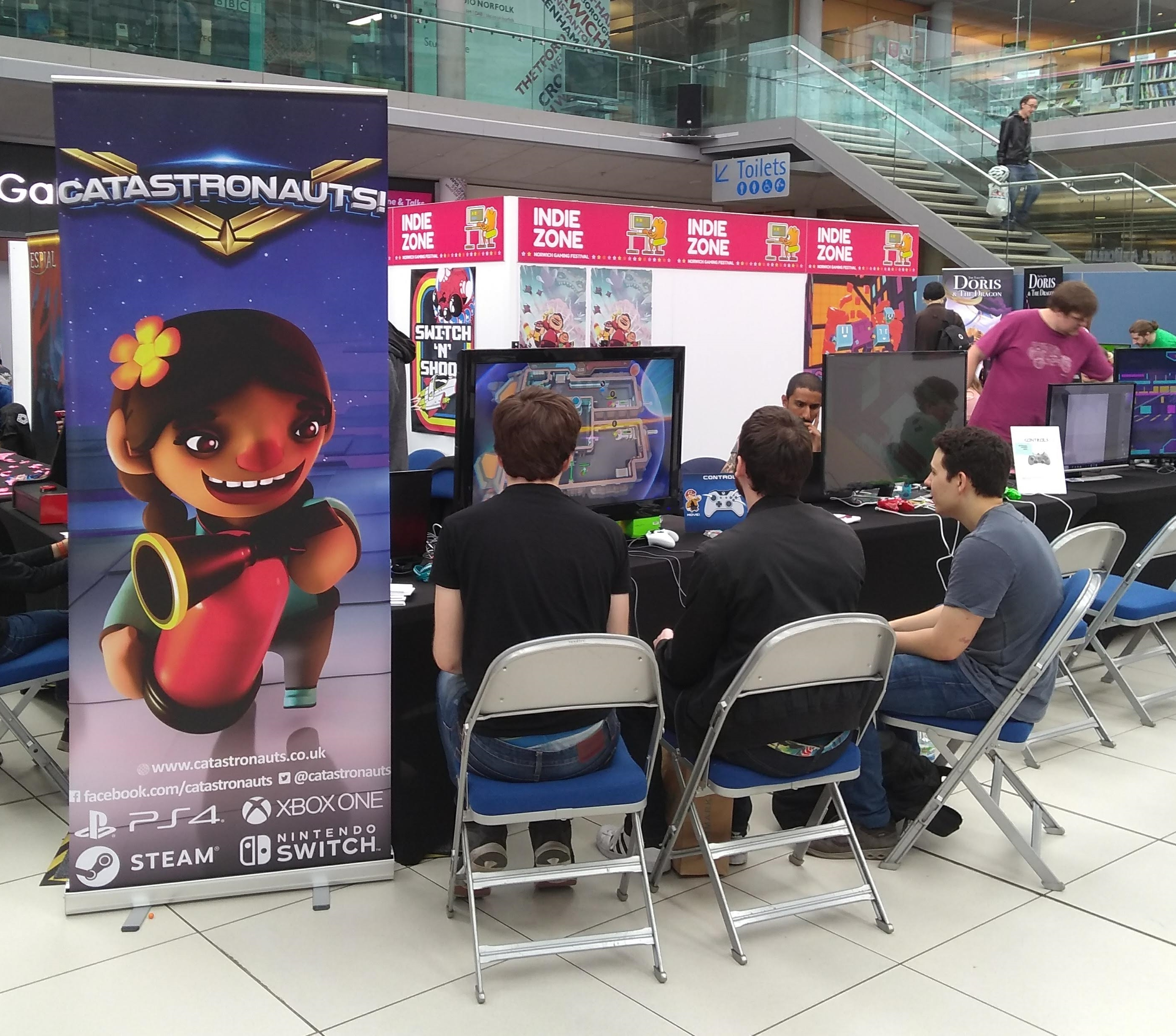 People playing Catastronauts